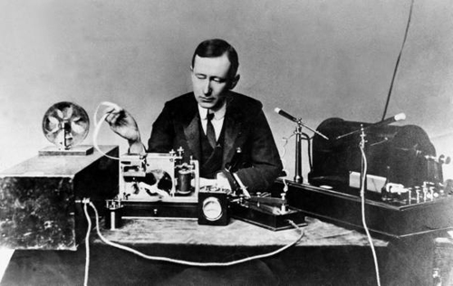 guglielmo_marconi_1901_wireless_signal_from-wikipedia_the_free_encyclopedia.jpg
